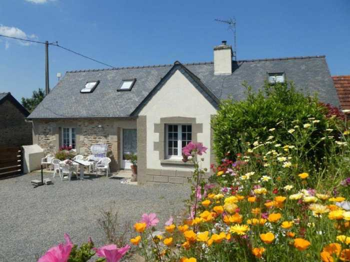 AHIB-3-mon1999 Plouigneau 29610 Charming 3 bedroom house in excellent condition with enclosed 500m2 garden