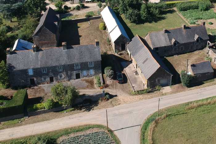 AHIB-1-DN-657 Nr Loudeac 22600 Historical rural manor house with multiple outbuildings on over an acre