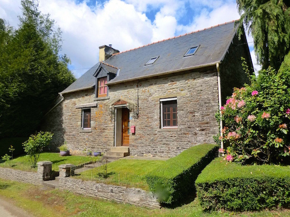 AHIB-1-PI-2359 Treve 22600 Character cottage, 2 bedrooms, peaceful setting yet close to a town. 4 acres of garden, fields, & woodland.