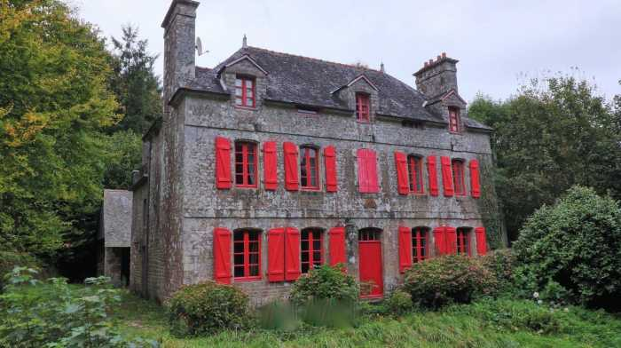 AHIB-2-DN-740 Nr Guémené-sur-Scorff 56160 Gorgeous 6 bedroomed Breton manor house with 7 acres of woodland