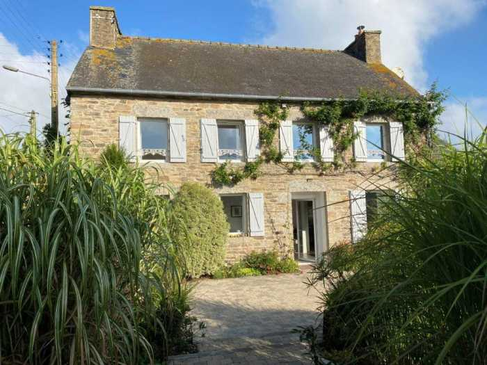 AHIB-1-ID22115-2734 Plouguenast Pretty detached stone house 4 bedroom house with 1190m2 garden