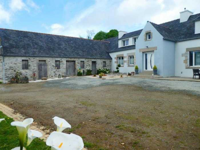 AHIB-3-mon1965 Nr Morlaix 29600 Renovated 5 bedroomed house with outbuildings on 3.4 hectares with pond!