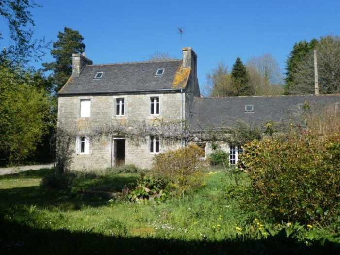 UNDER OFFER AHIB-3-mon1988 Plougonven 29640 Spacious 3 bedroom house in the country with 1120m2 + 1240m2 Orchard