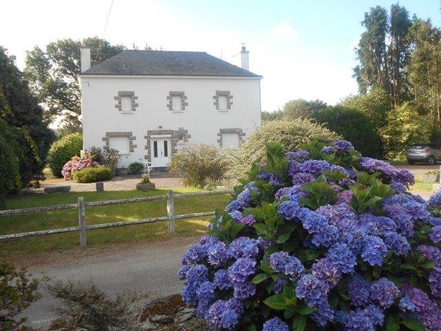 Le Haut-Corlay (22320) Rural Farmhouse with pond on 9.5 hectares of land and several outbuildings
