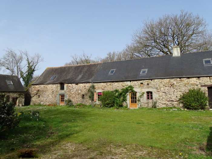 AHIB-1-JD-3073 St Guen 22530 GUERLEDAN - Property with great potential which includes the main house, a 1 bedroom gîte and outbuildings with 3027m2