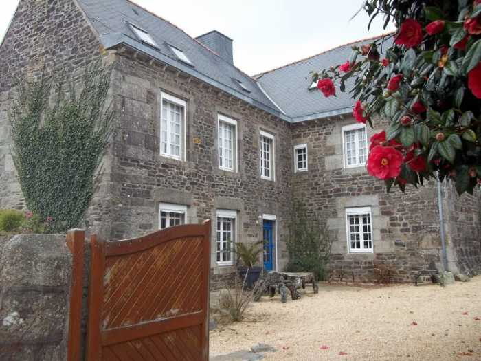 AHIB-3-M2464-29141129 Nr Poullaouen 29246 Superb Manor House in very good condition, 7 bedrooms, a closed wall garden, and heated swimming pool in a nice village!