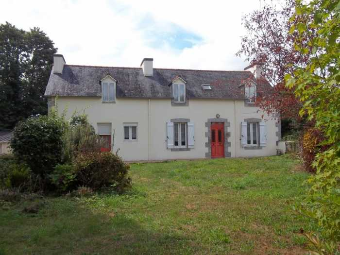 AHIB-3-M2560-29141095 nr Loqueffret 29530 Lovely house in good condition with 1.5Ha of land and a garage!