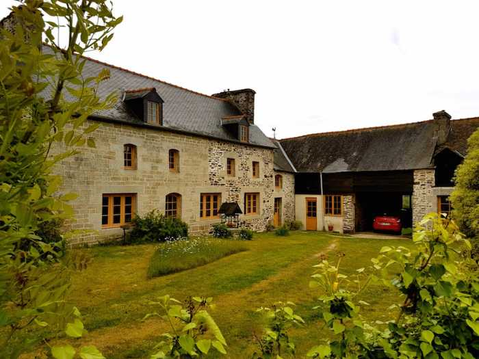 AHIB-2-YL-2334 Rohan 56580 3 bedroomed property with courtyard and over half an acre garden and outbuildings