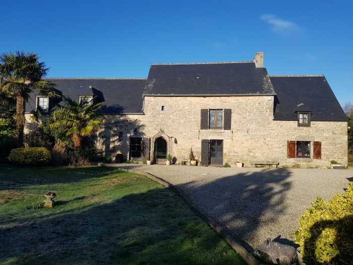AHIB-1-BB-10431-c Nr Dinan 22350 A beautiful house offering peaceful surroundings, volumes and character, 10 minutes from dinan with 1625m2 garden