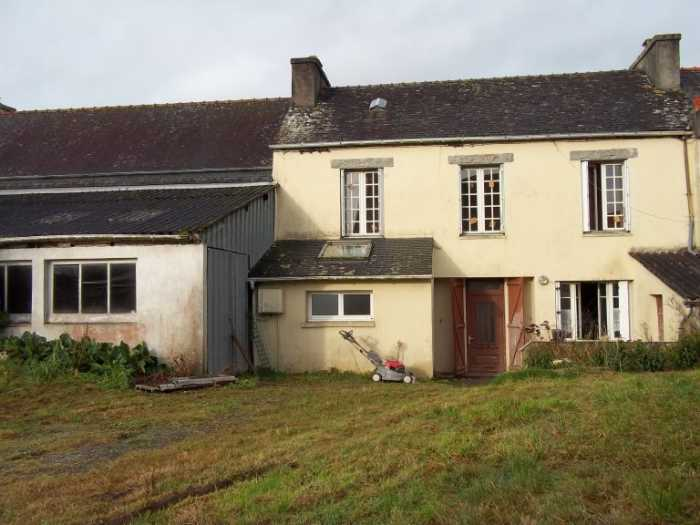 AHIB-3-M2348-29141060 Nr Collorec 29530 Village property: main house, a bungalow, workshop, garage and garden!
