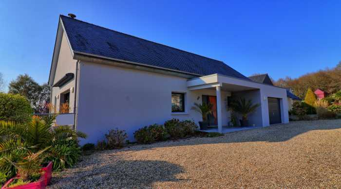 AHIB-DN-688 • Melrand, Morbihan, 2 Bedroomed Bungalow on a quarter acre plot. (Built 2008).