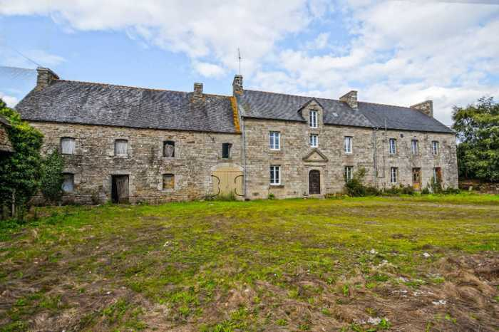 South of Lamballle - Grand Manor House for renovation & 'Spruce-Up' on 1.75 Acres