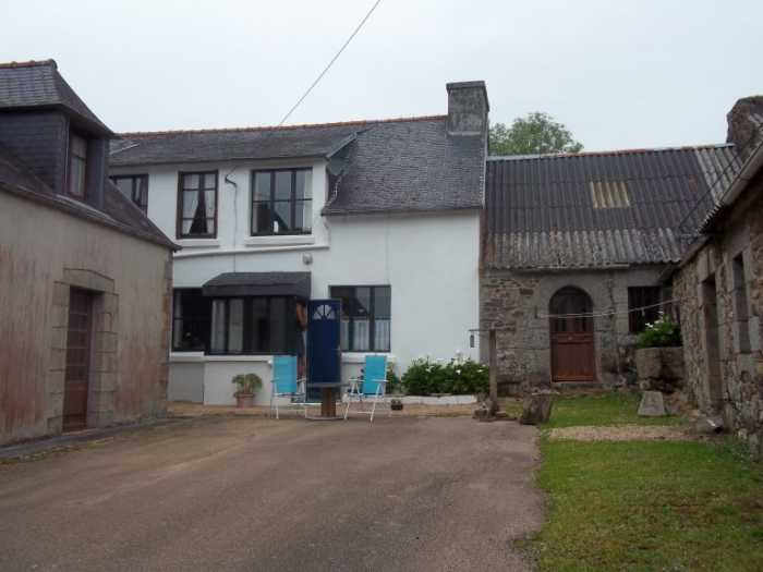 AHIB-3-M2480-29141144 Nr Plougonven 29640 Rural property, charming 3 (or 4) bedroom house, shed and private garden of 880m2