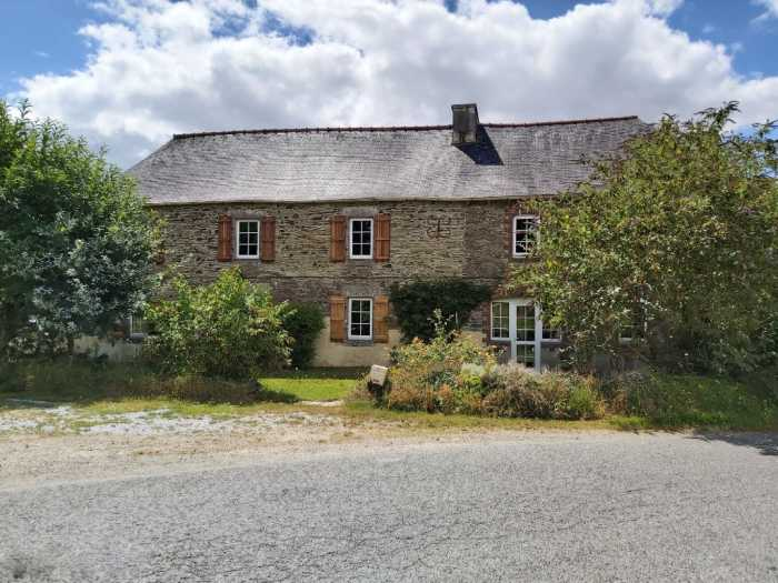 AHIB-1-YL-2822 Nr Mur de Bretagne St Mayeux 22320 - Beautifully Renovated 4 Bed Stone House, Attached 2 Bed House and Swimming Pool on 1.5 acres!