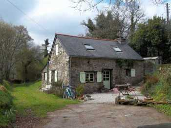 AHIB-3-M2114-2914910 Nr Landeleau 29530 Absolutely delightful 2 bed cottage in an idyllic rural environment with a manageable garden!