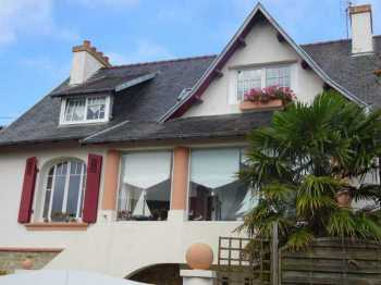 AHIB-3-mon1838 Morlaix 29600 Renovated 4 bedroom house built in 1948 in sought after area of town.. basement workshop etc and garden