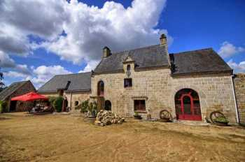 AHIB-2-DN-647 Pontivy 56300 Gorgeous Manor Farmhouse with outbuildings, cottage and 19 acres!