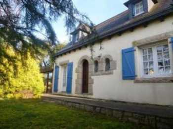 AHIB-1-JM589 Mur de Bretagne 22530 Detached 3 bedroomed house with garage and 901m2 garden,