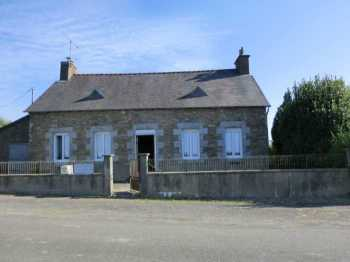 AHIB-1-PI-2042 La Motte 22600 Detached cottage on 1600m2 garden - needs work but as the say... has potential!