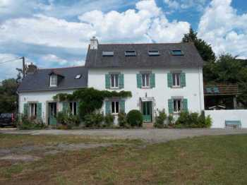 AHIB-3-M1972-2914837 Saint-Thois Area 29520 Next to the Nantes Brest Canal, the main house with gite, swimming pool, and 3,200m² of land!