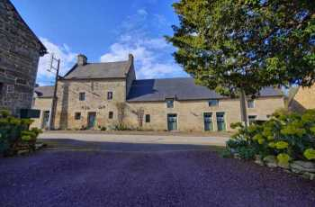AHIB-2-DN-634 Nr Josselin 56420 Gorgeous and spacious 8 bedroomed character property in heart of a large village with 3378m2 garden