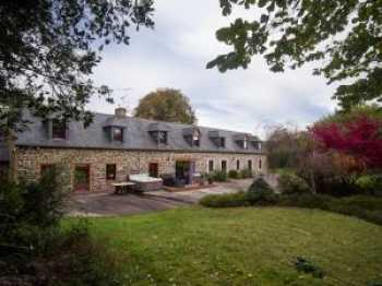 AHIB-1-JS2525 La Harmoye Nr Quintin 4 bedroomed farmhouse with over 2 acres with spa!