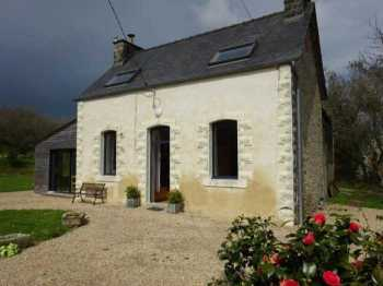 AHIB-3-mon1873 Le Cloitre St Thegonnec Pretty renovated 3 bedroomed house with 2482m2 partly constructible grounds