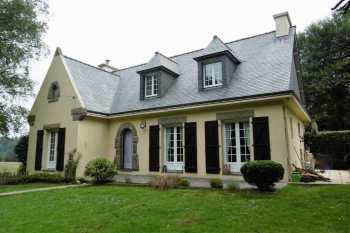 AHIB-1-PO-067 Rostrenen 5 bedroom detached house with apartment and 1620m2 garden + a gite!