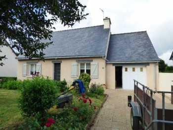 AHIB-1-ID1728 Plemet 22210 Detached 2 bedroomed house with mains drainage and 1094m2 garden