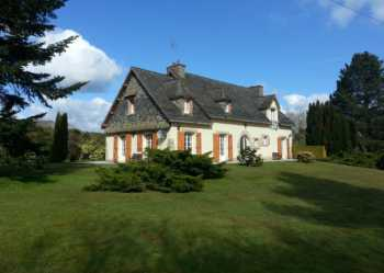 AHIB-2-JS1031396 • Gouarec •6 Bedroomed house, full basement on over an acre