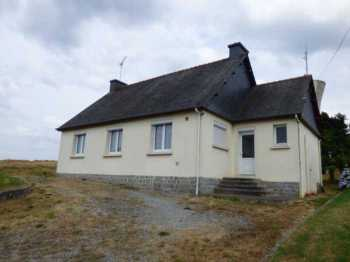 AHIB-1-ID1987 • Plemet, Cotes d'Armor • 4 Bedroomed 1970s Bungalow + good looking Outbuilding (to do) on 4,321m2 land