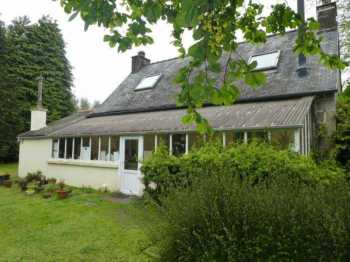 UNDER OFFER AHIB-3-mon1989 Between Morlaix and Guingamp 22810 Charming 2 bedroom house with 1340m2 garden - needs some work!