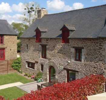 AHIB-1-AA9066-P Dinan Area 22100 : superb running gite complex of 5 individual stone houses on 5049m2 grounds
