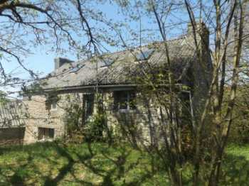 AHIB-3-AM-Plouneour Menez 29410 Ready to be renovated with 828m2 garden