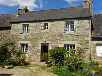 AHIB-3-mon 1826 Berrien 29690 - In the heart of the village, 2 bedroomed pretty stone house with 738m2 grounds
