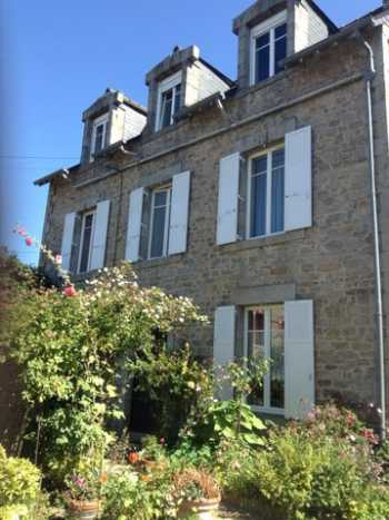 AHIB-1-BB-10262-MT Dinan 22100 - Gorgeous detached 4 bedroom townhouse with lovely walled garden, parking and outbuilding