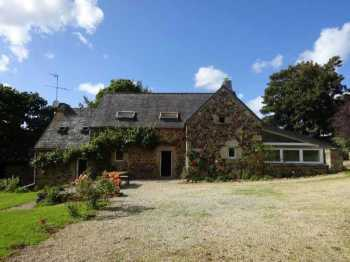 AHIB-3-mon1834 Plourin les Morlaix Lovely old 3/4 bedroomed corps de ferme with outbuildings in peaceful setting on 1500m garden