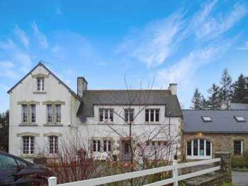 AHIB-3-JD-2989 Tregourez 29970 Detached 5 bedroom house with outbuildings to renovate with gite potential on 1000m2