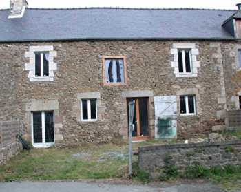 AHIB-1-BB9725-TH • Near Plancoët, a renovation to finish with this pretty village house with small garden!