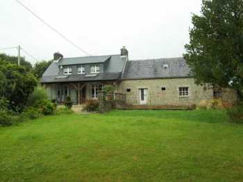 AHIB-3-M2157-2914948 Huelgoat 29690 Attractive 3 bed stone house with outbuilding and hangar with 2628m2 of garden, close to Huelgoat!