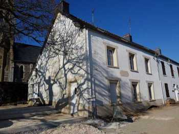AHIB-YL-2236 • Mur de Bretagne area easy reach Lac de Guerledan • 5 Bedroomed Townhouse on 288m2 garden/Courtyard
