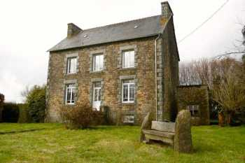 AHIB-1-PO-051 Callac 22160 Imposing stone farmhouse with 4/5 bedrooms Quiet hamlet and beautiful views.