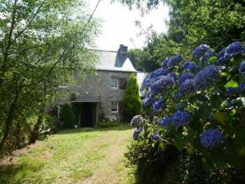 AHIB-3-mon1943 Plouneour Menez 3 bedroomed house in pretty hamlet setting with 5600m2*