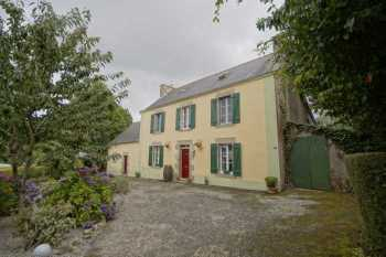 AHIB-2-DN-600 Pontivy Lovely 4 bedroomed detached house with 12240m2 garden and adjoining land