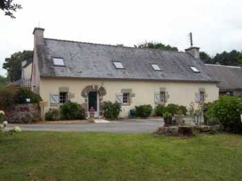 AHIB-3-M2161-2914952 Plougonven Area 29640 Pretty 3 bedroom rural longère with 4,500m2 of land and sold furnished!