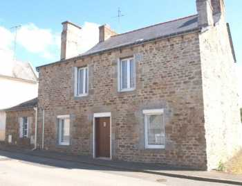 AHIB-1-PI-2123 Plemet 22210 A large, well maintained, homely 4 bed village house. Hassle free, & it could save you money!