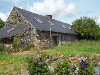 UNDER OFFER AHIB-3-M2252-29141008 Nr Loguivy-Plougras 22780 Longère to finish renovating with barns and a ruin plus 1,700m² of garden!