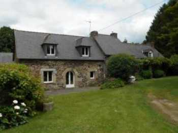 AHIB-1-JS041 Plussulien 22320 4 bedroomed detached and spacious stone longère on 1.5 acres