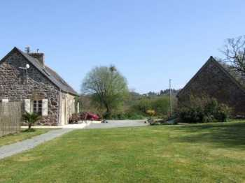 AHIB-1-AM2 La Chapelle Neuve, 22160 3 bedroomed House with 3 bedroomed Gite established business on 1798m2 with pool