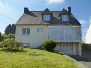 AHIB-1-JM661 Nr Mur de Bretagne 5 bedroomed house with basement and 800m2 garden